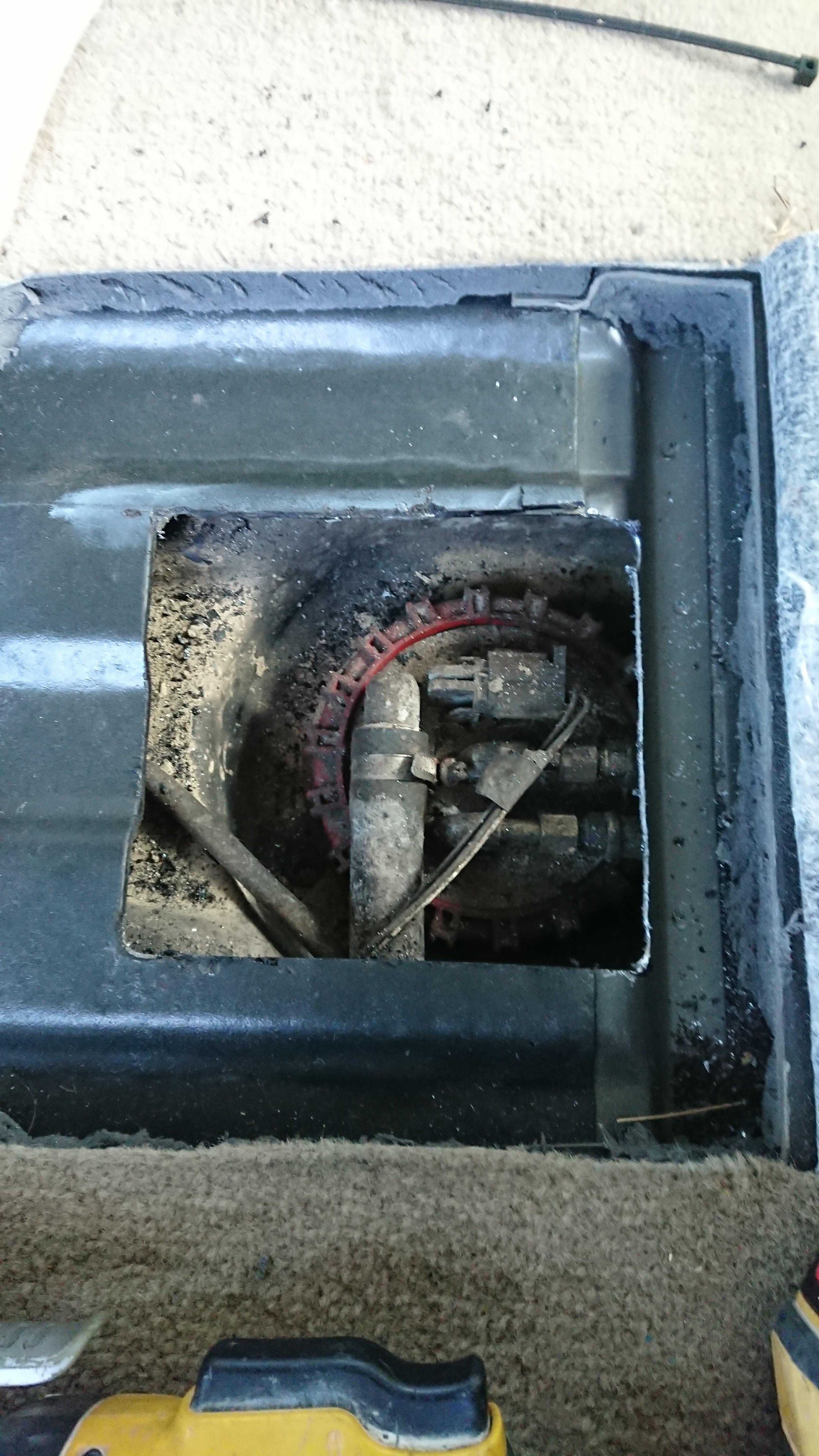 2001 P38 Fuel Pump / Location / Specs-dsc_0021.jpg