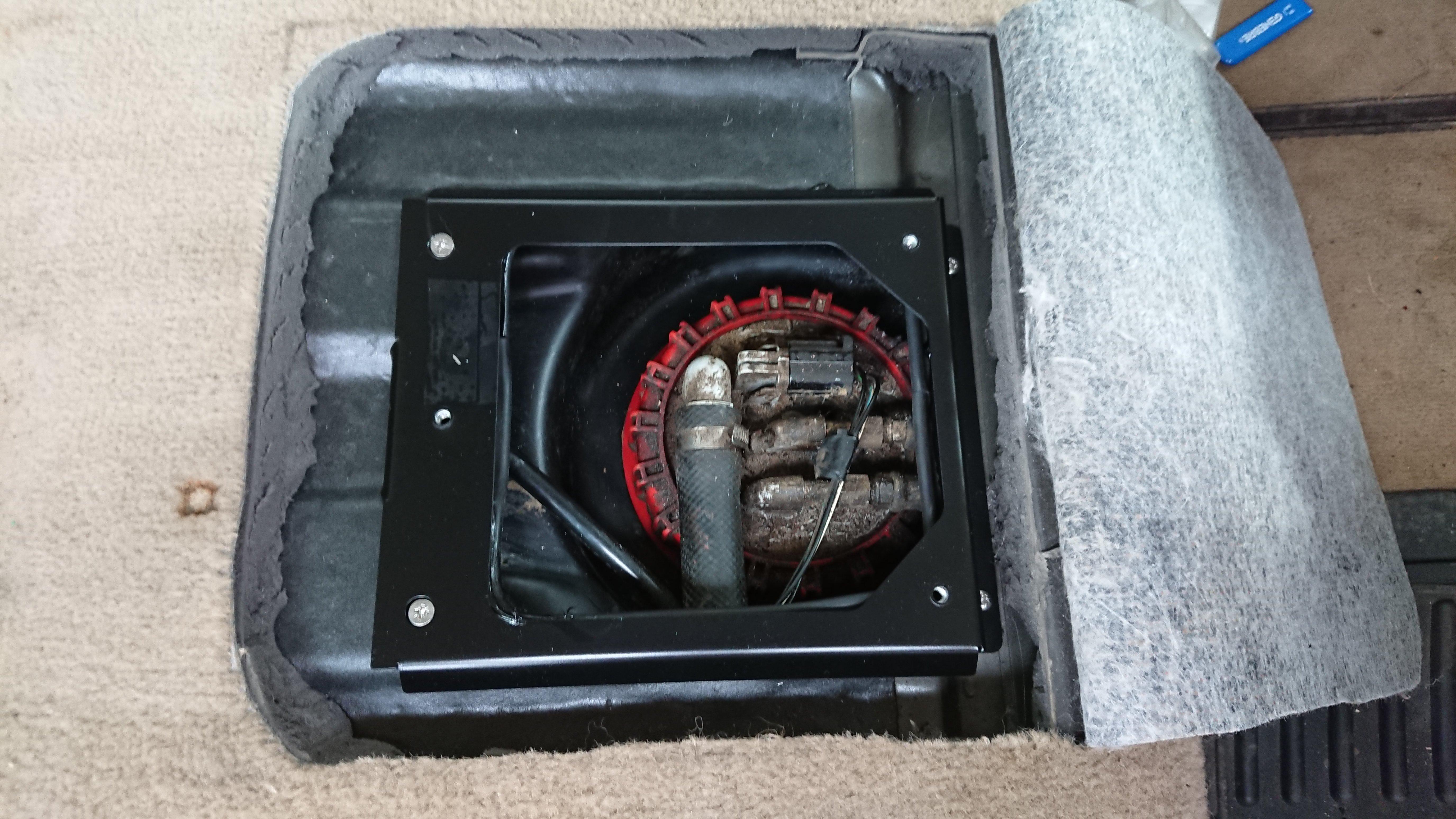 2001 P38 Fuel Pump / Location / Specs-dsc_0042.jpg