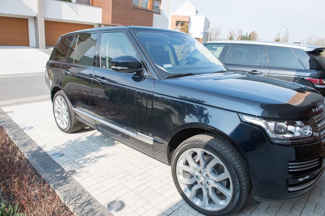 (un)Official L405 Photo Thread - Post your 2013+ RR pic's here!-range-rover-1st-day-10.jpg