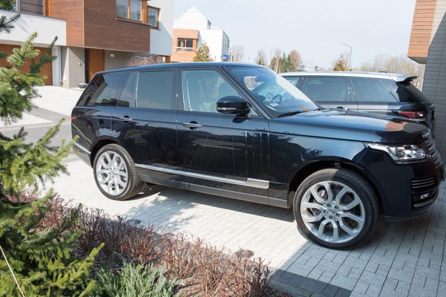 (un)Official L405 Photo Thread - Post your 2013+ RR pic's here!-range-rover-1st-day-11.jpg
